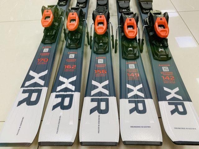 AKCIA ATOMIC: Zjazdové lyže s viazaním ATOMIC E Redster XR grey ZIMA 2020/21